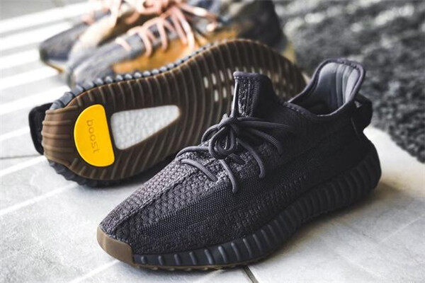 The difference between Yeezy Boost 350 V2 Cinder and Yeezy Boost 350 V2 Black