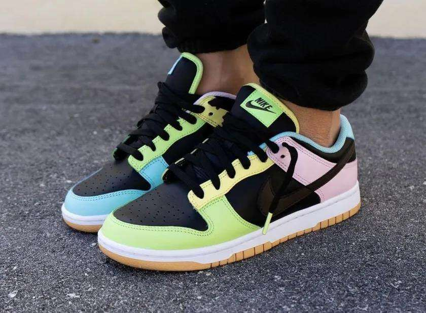 "Song Sneaker shares Dunk Low ""Free 99"" black upper foot photos!"