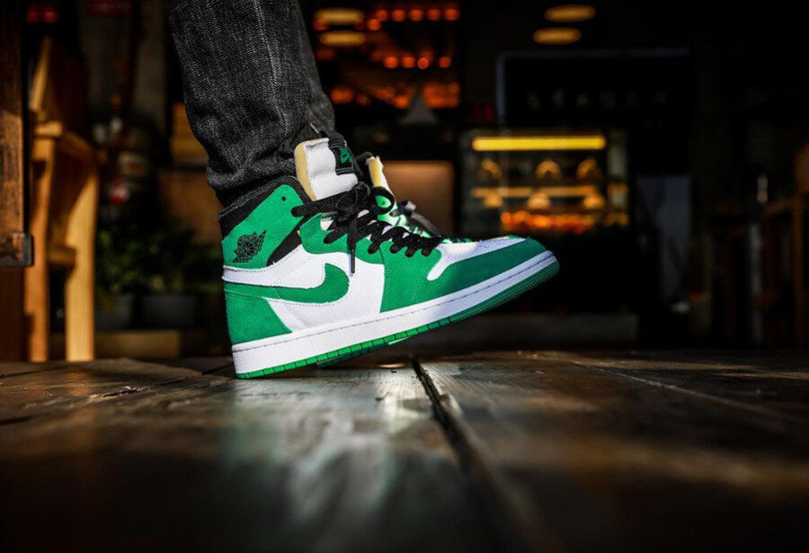 Song Sneaker shared Air Jordan 1 Zoom CMFT Stadium Green upper foot picture