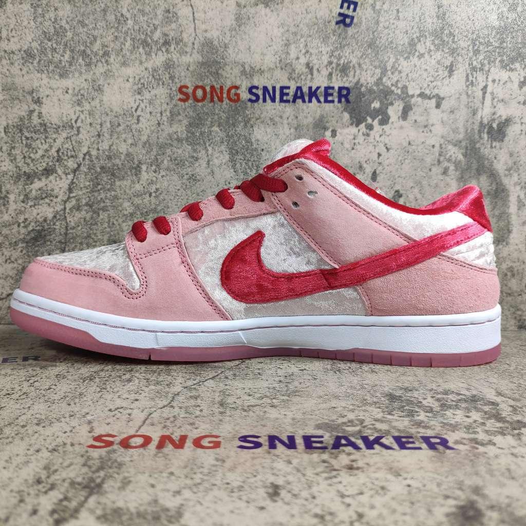 Nike SB Dunk Low StrangeLove Skateboards (Special Box)