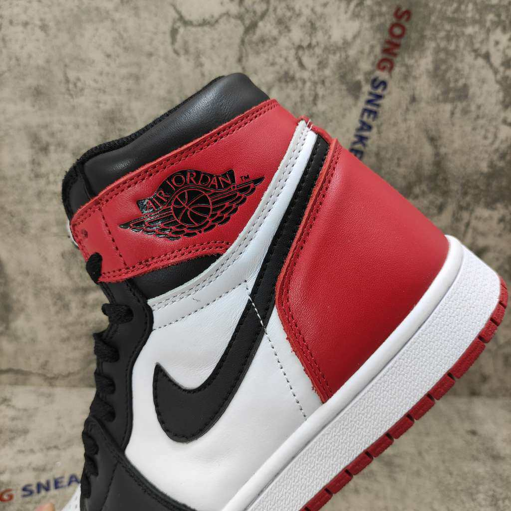 Air Jordan 1 Retro Black Toe (2016)
