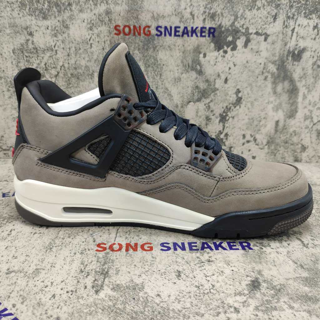 Travis Scott x Air Jordan 4 Retro Brown