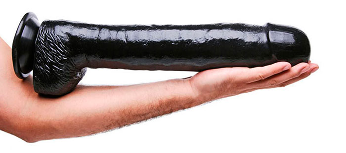 6 Tips To Play With A Big Dildo