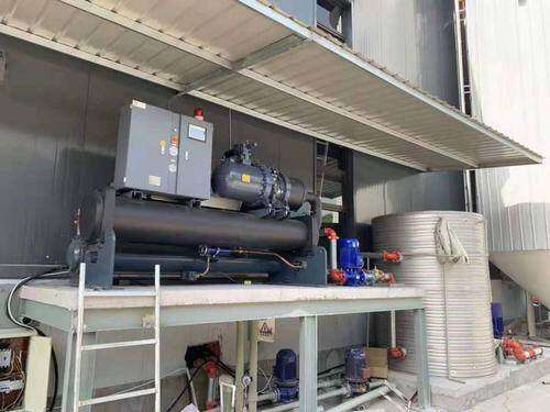 What is the role of the water pump of the industrial refrigerator refrigeration system