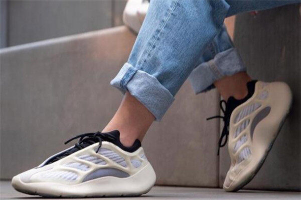 How about Yeezy700v3 Alien?