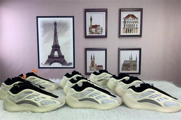 How to Maintain Yeezy700v3?